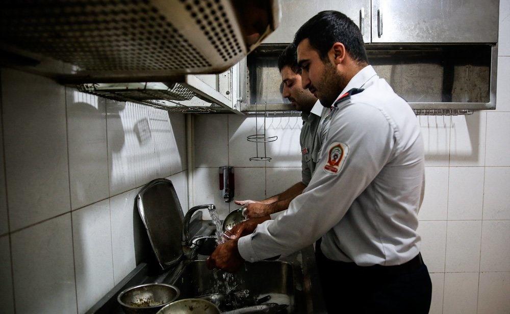 تصاویر   حال و هوای روزهداری برای آتشنشانها