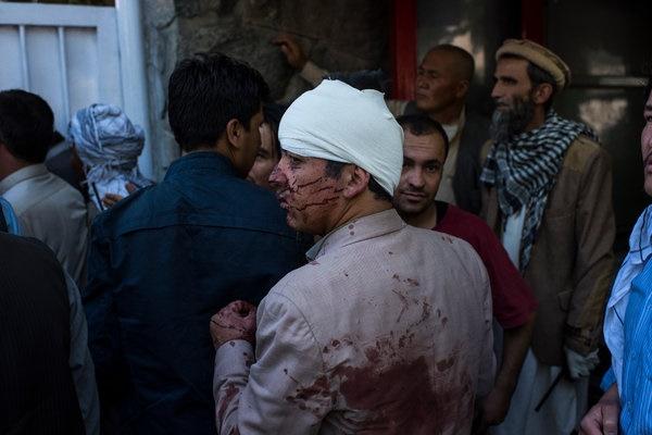 تصاویر | نگاهی متفاوت به حمله تروریستی کابل | محل حادثه قبل و بعد از انفجار