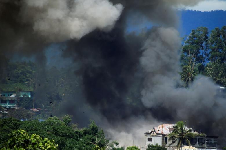 تصاویر   نبرد نیروهای ارتش فیلیپین با شبه نظامیان وابسته به داعش