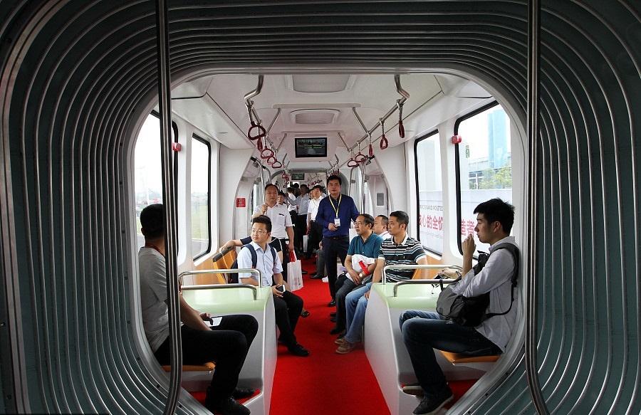 تصاویر | اولین قطار دنیا که برای حرکت به ریل و راننده نیاز ندارد
