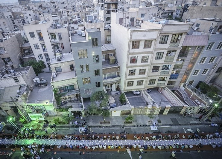 تصاویر | افطاری ٣٠٠٠ نفری وسط خیابان
