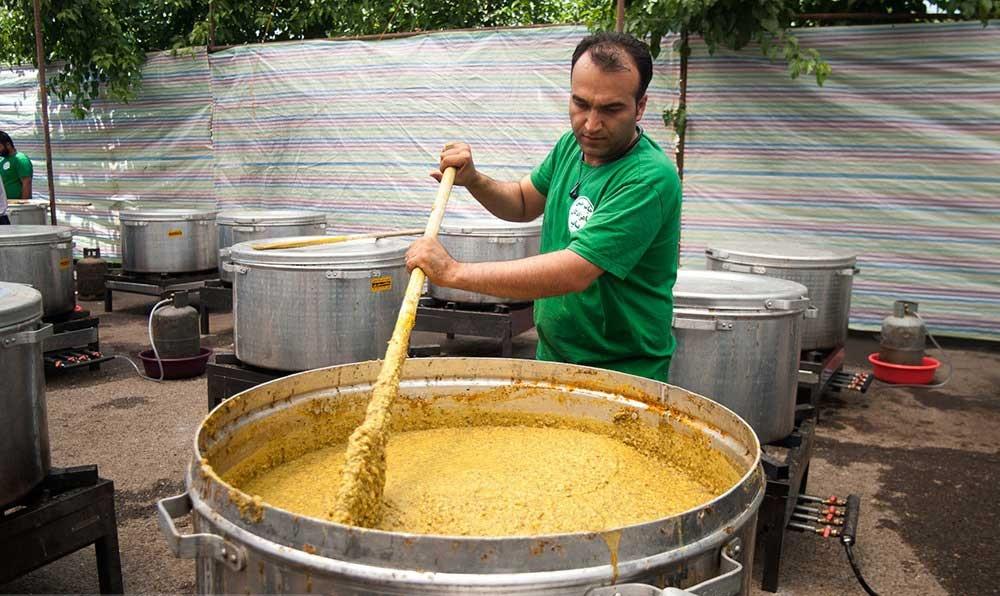 تصاویر | پخت ۲۰تن آش نذری در کرج