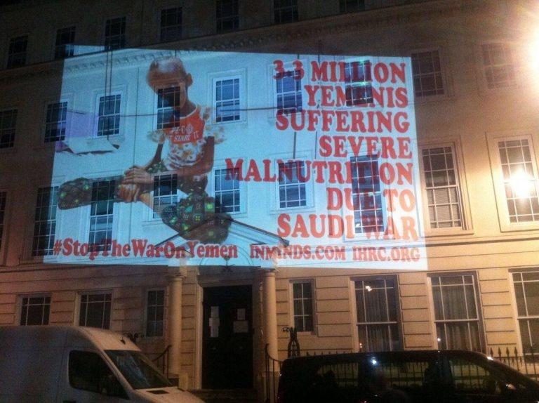 تصاویر | انعکاس مظلومیت کودکان یمنی بر دیوار سفارت عربستان در لندن