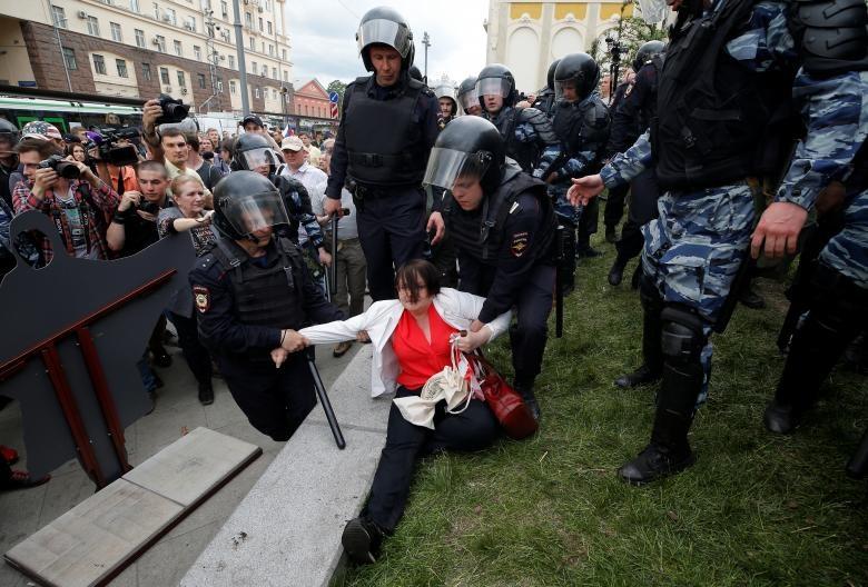 تصاویر | تظاهرات علیه فساد در روسیه | دستکم ۵۰۰ نفر بازداشت شدند