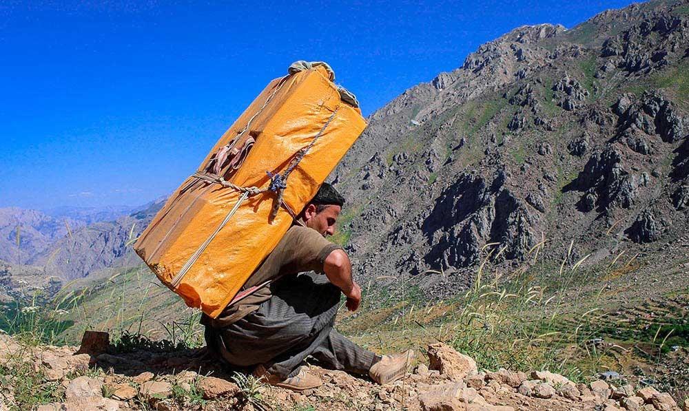 ۲۷۰۰ شغل برکت برای کولبران استان کرمانشاه