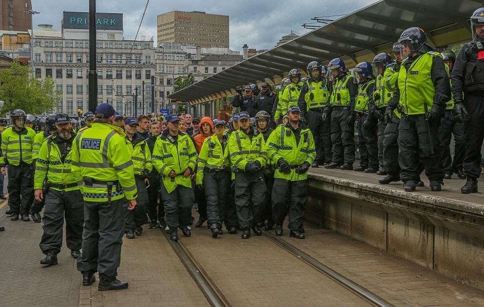 تصاویر | وقتی راستهای افراطی انگلیس نسبت به حملات تروریستی اعتراض میکنند