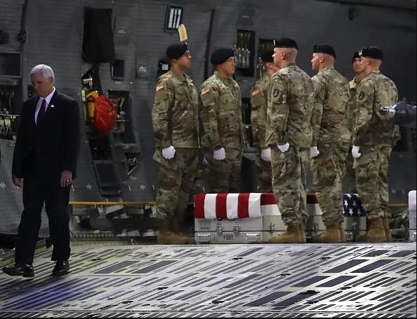 تصاویر   تشریفات آمریکاییها برای انتقال جسد سرباز کشته شده در افغانستان