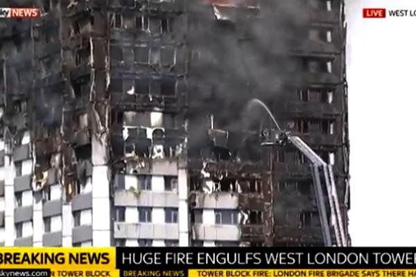 فیلم | مهار آتشسوزی لندن | ۶نفر کشته شدند