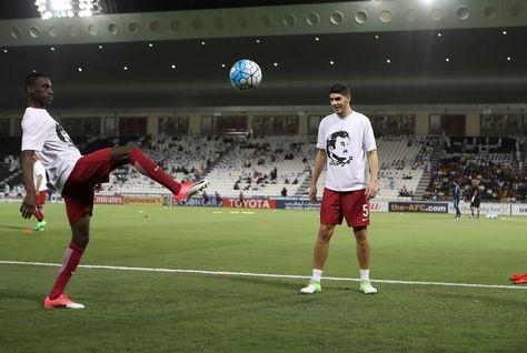 تصاویر | تمرین تیم ملی قطر با لباسی که ممکن است موجب جریمه تیم شود