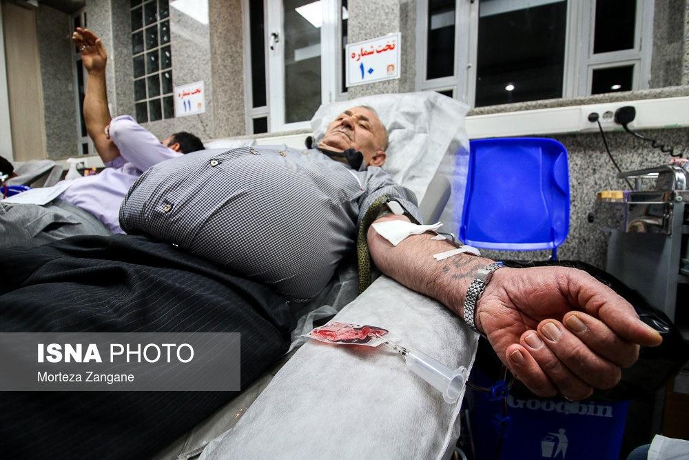 تصاویر | اهدای خون در شب نوزدهم ماه مبارک رمضان