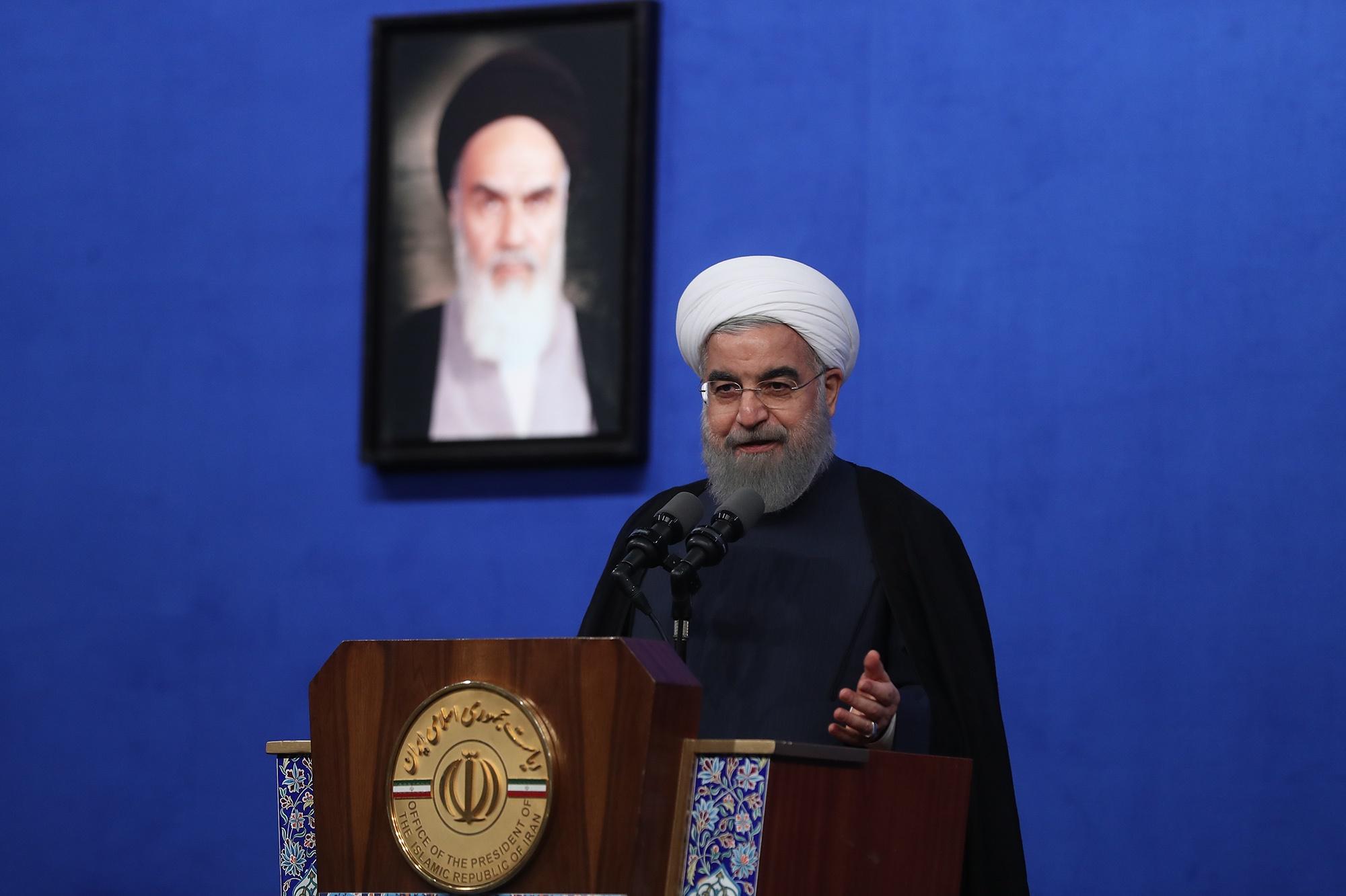 روحانی: قبل از اجرای طرح تحول نظام سلامت، جنازه مسلمان را به گروگان می گرفتند