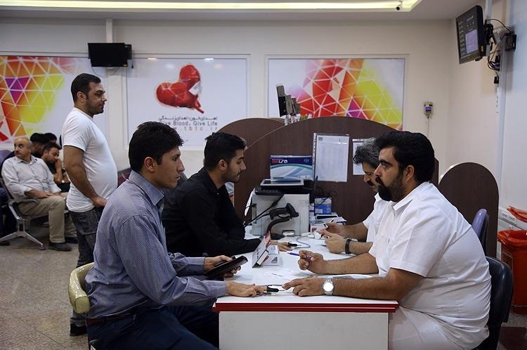 تصاویر |  تجمع تهرانیها برای اهدای خون در شب قدر