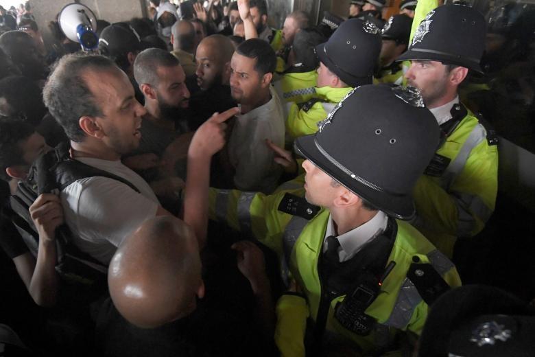 تصاویر | اعتراض لندنیها به ضعف دولت در مواجهه با آتشسوزی برج گرنفل