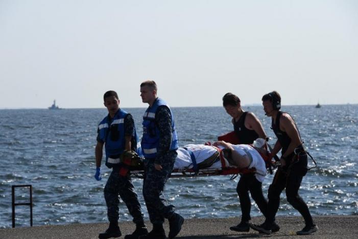 تصاویر   برخورد ناوشکن آمریکایی با کشتی تجاری فیلیپین   ۷ نفر مفقود شدند