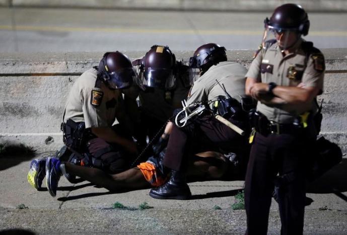 تصاویر   اعتراض به تبرئه پلیسی که جوان سیاهپوست را به قتل رساند