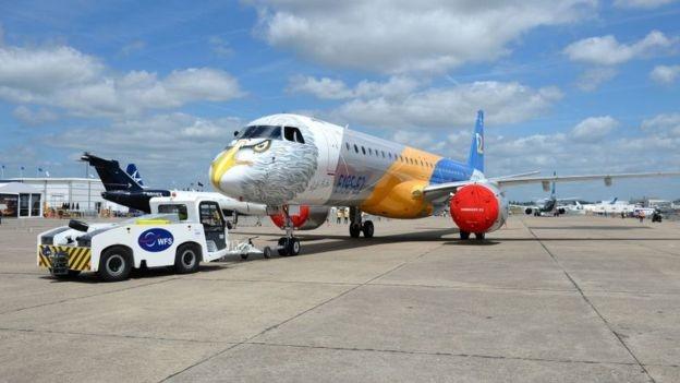 تصاویر | نمایشگاه هوایی پاریس با حضور رئیسجمهور جوان و هواپیماهای رنگارنگ