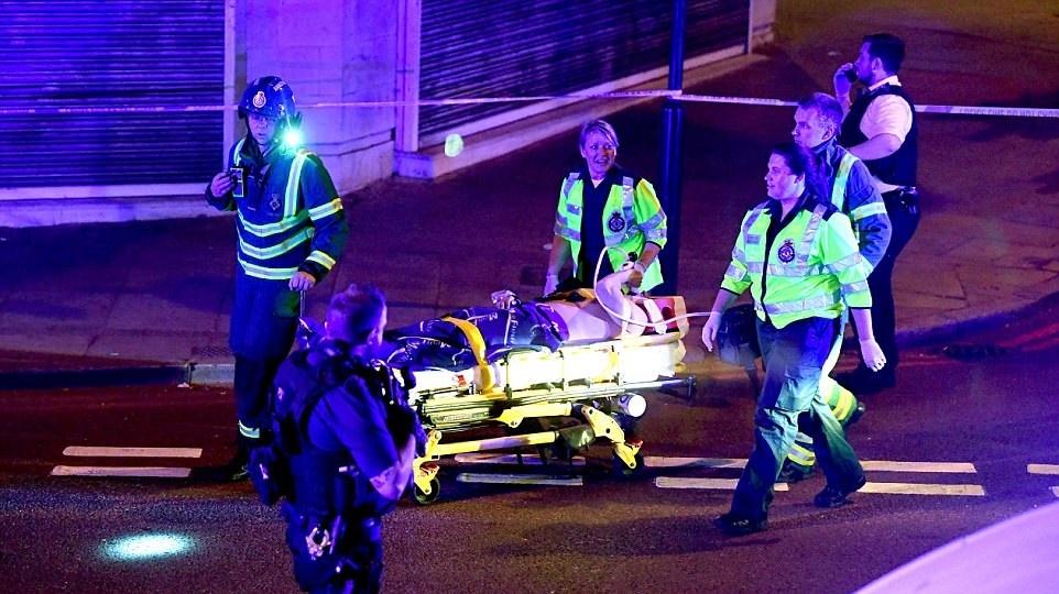 تصاویر   حمله با خودرو به نمازگزاران مسجدی در لندن