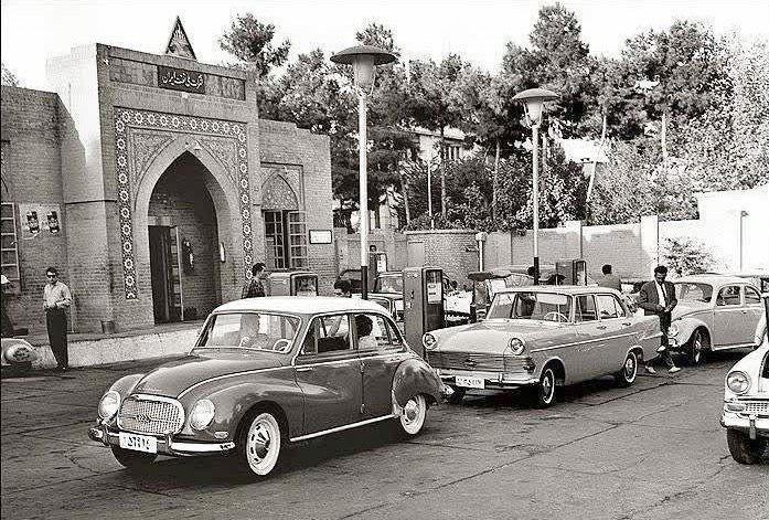 عکس   ۵۶ سال قبل؛ یک پمپ بنزین در تهران