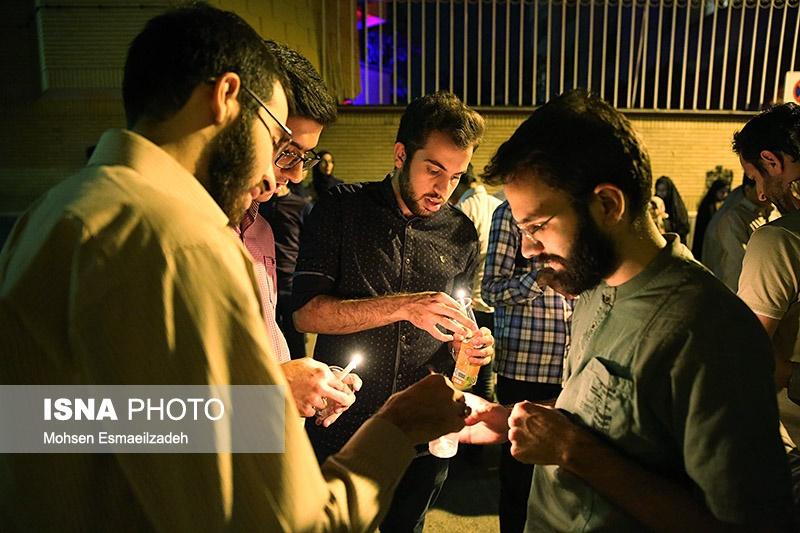 تصاویر | مشهدیها به یاد قربانیان حادثه تروریستی کابل شمع روشن کردند