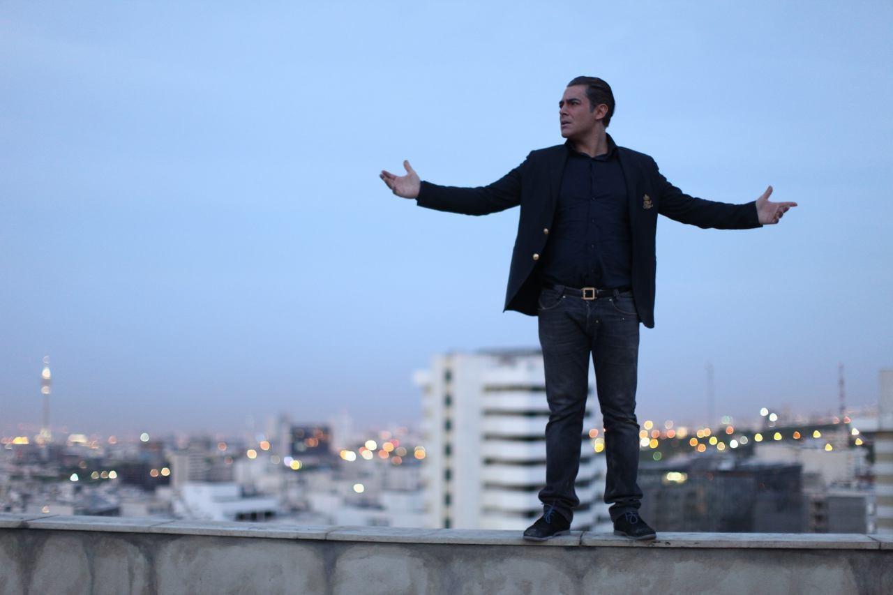 محمدرضا گلزار با مردم در پردیس کورش فیلم میبیند