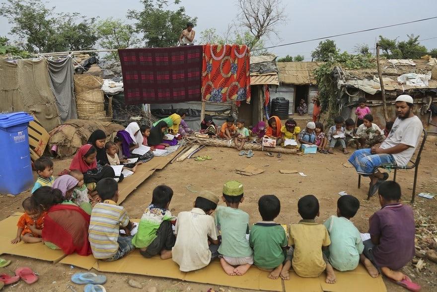 عکس | تصویری تلخ از کلاس درس کودکان روهینگیایی در هند