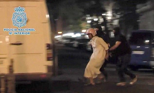 تصاویر   لحظه دستگیری ۳ مظنون وابسته به داعش در شهر مادرید