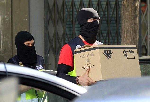 تصاویر | لحظه دستگیری ۳ مظنون وابسته به داعش در شهر مادرید