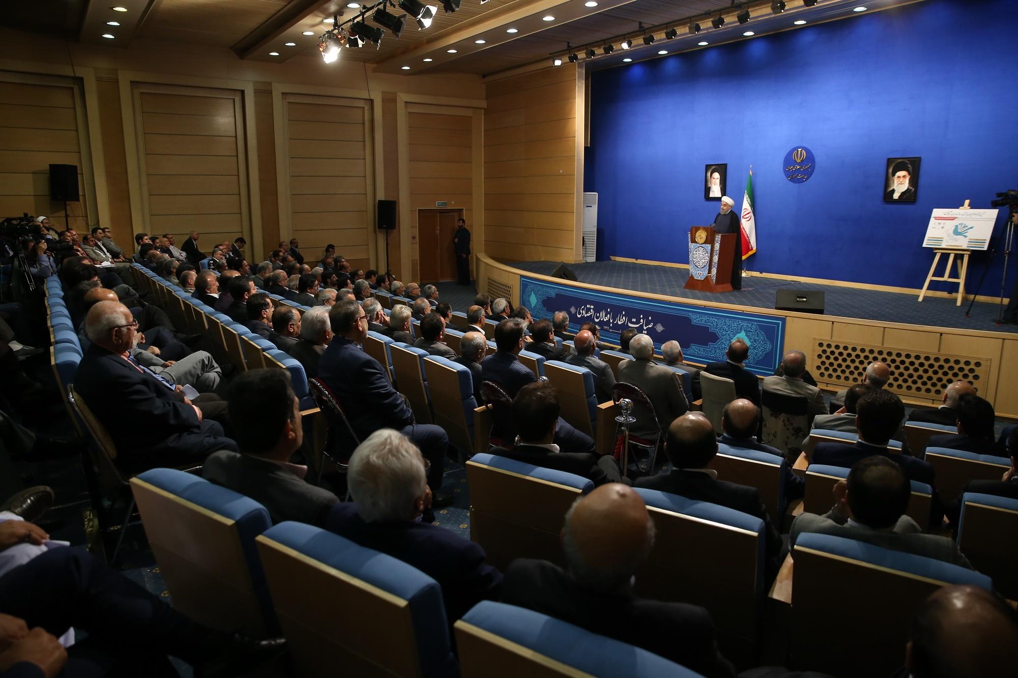 روحانی: اقتصاد را به دولتی دادیم که هم تفنگ دارد، هم رسانه