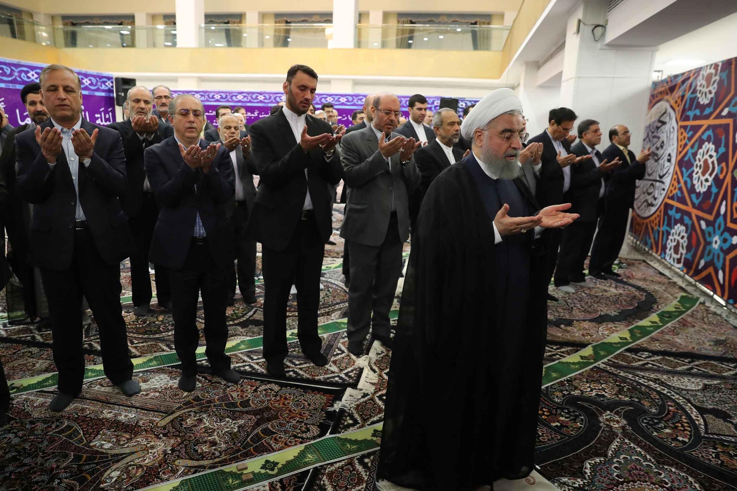 تصاویر | ضیافت افطار رئیسجمهور با خانواده شهدا