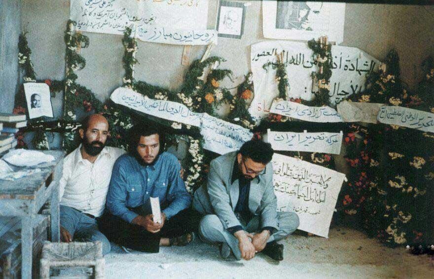 عکس | چمران، ابراهیم یزدی و احسان شریعتی در مراسم تشییع جنازه دکتر شریعتی