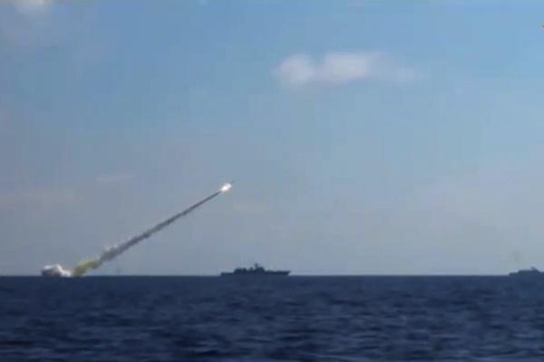 فیلم | پرتاب موشکهای کروز روسیه به مواضع داعش