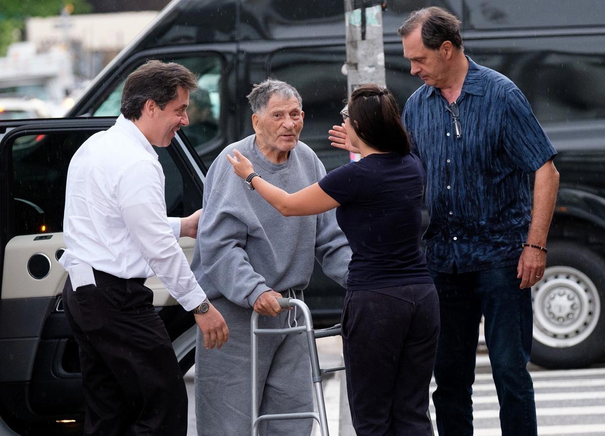تصاویر | پایان حبس ۵۰ ساله پیرترین زندانی آمریکایی