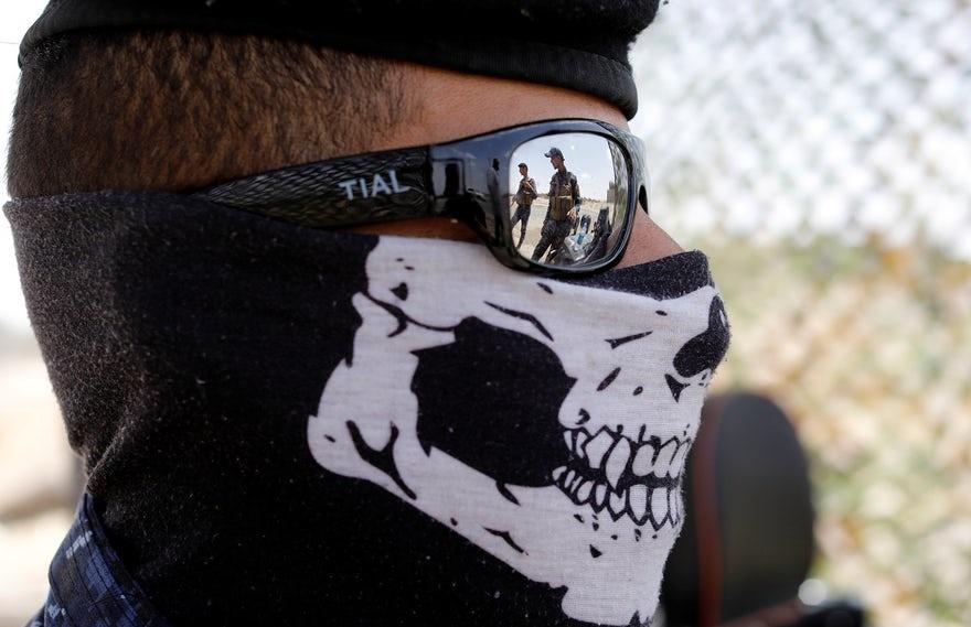 عکس | ماسک عجیب نیروی پلیس عراق در ایست بازرسی شهر موصل