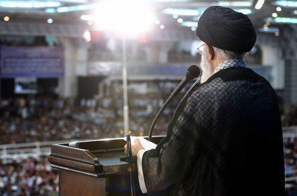 تصاویر | اسلحه رهبر انقلاب در مراسم نماز عید فطر