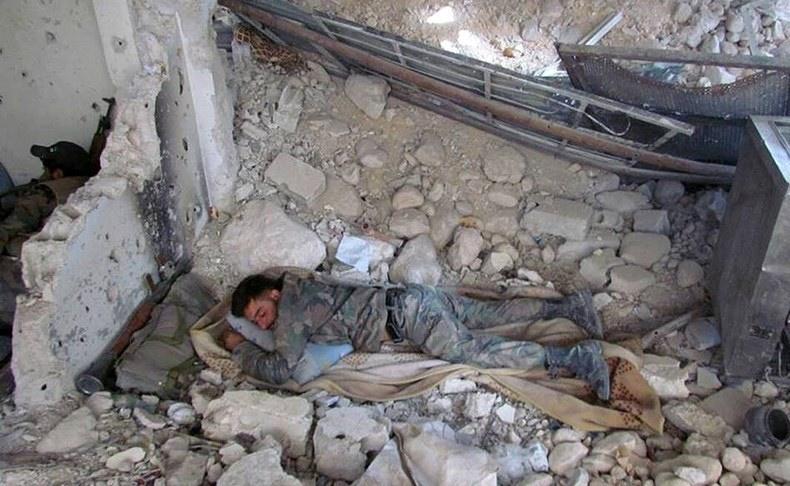 تصاویر   جنگیدن حتی در روز عید   روزگار سخت و پرامید رزمندگان