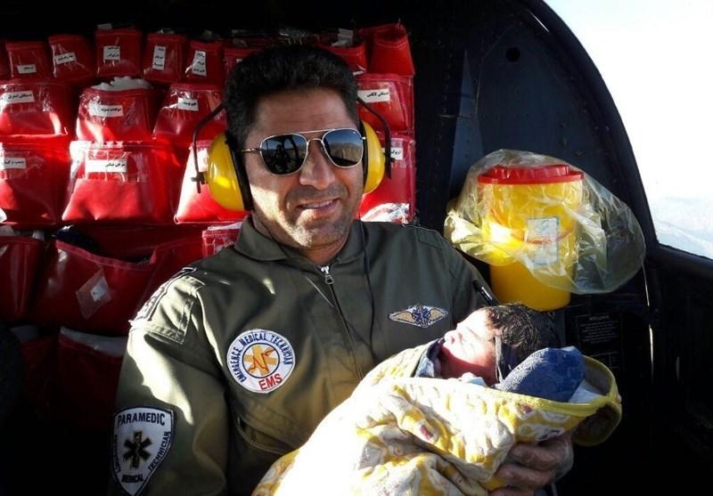 عکس | تولد نوزادی در روستا با حضور اورژانس هوایی