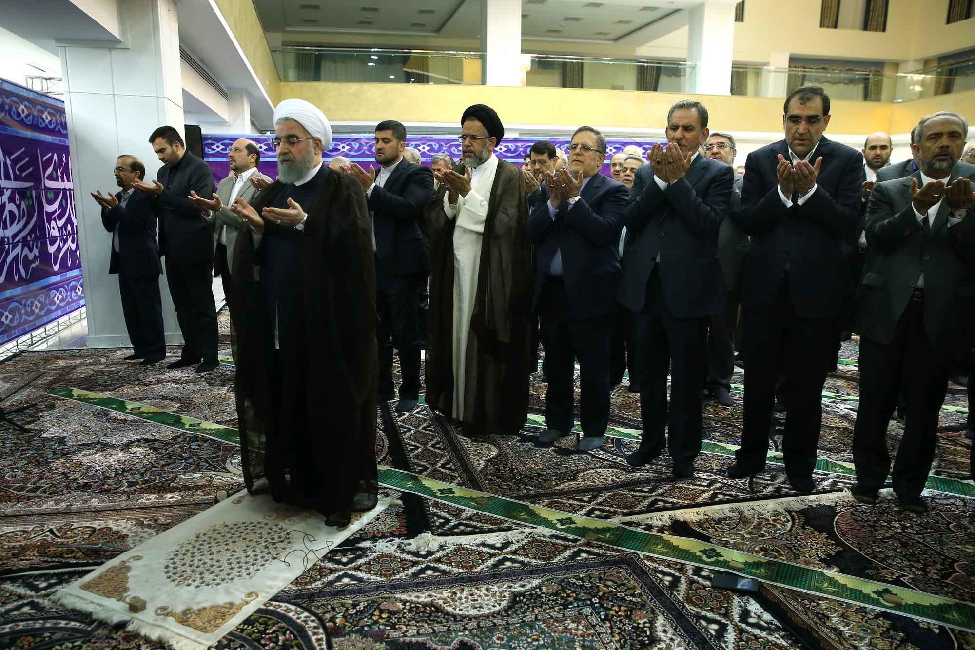 تصاویر   ضیافت افطار روحانی با وزرا، معاونان و استانداران