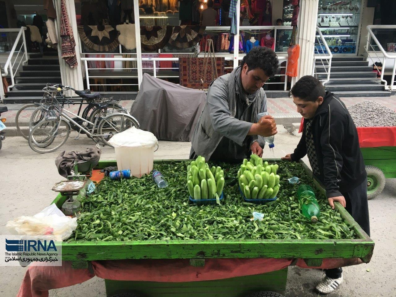 عکس   فروش خیار پوستکنده در کابل!