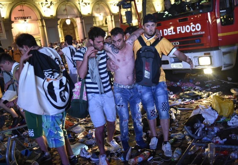 تصاویر | شایعه بمبگذاری در میان هواداران یوونتوس | بیش از ۴۰۰ نفر زخمی شدند