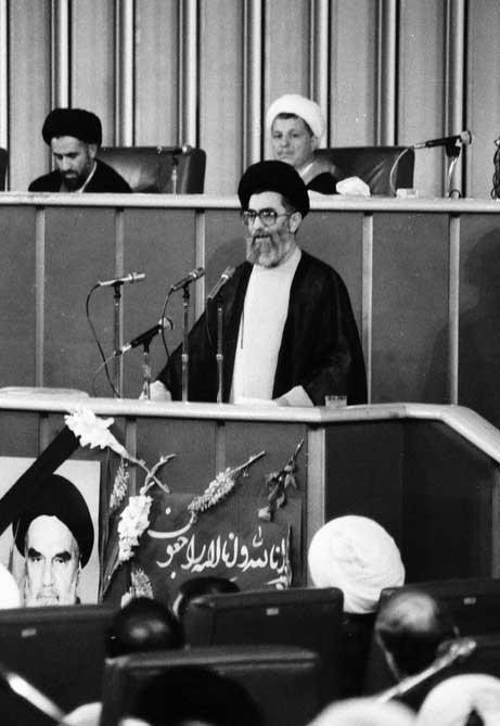 تصاویر | تنها تصاویر بهجامانده از لحظه قرائت وصیتنامه امام خمینی(ره)