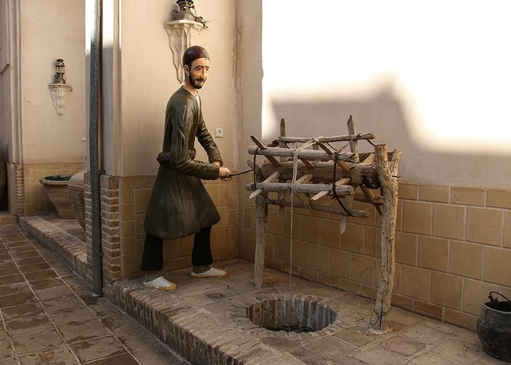تصاویر | تاج قاجاری کاشان