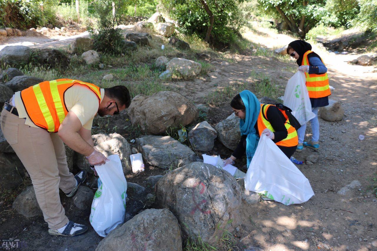 خبرنگاران ارومیهای، محیط زیست را از زباله پاکسازی کردند