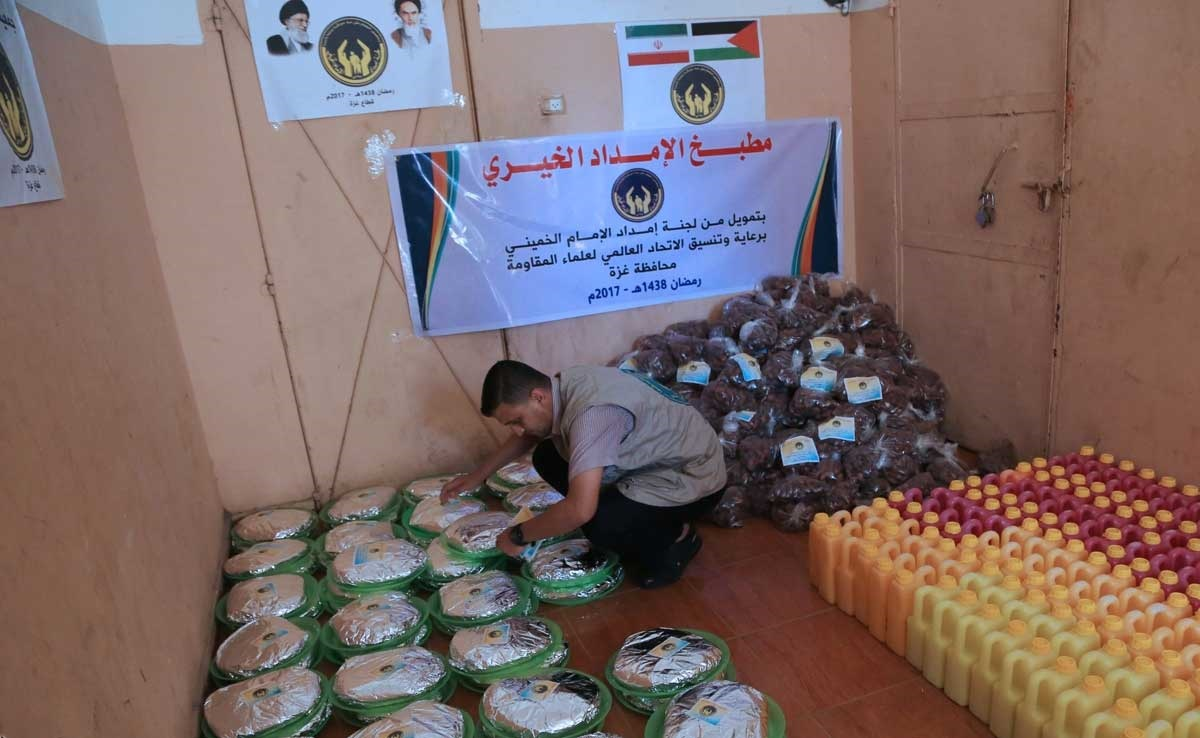 تصاویر   توزیع بستههای افطار برای رزمندگان غزه