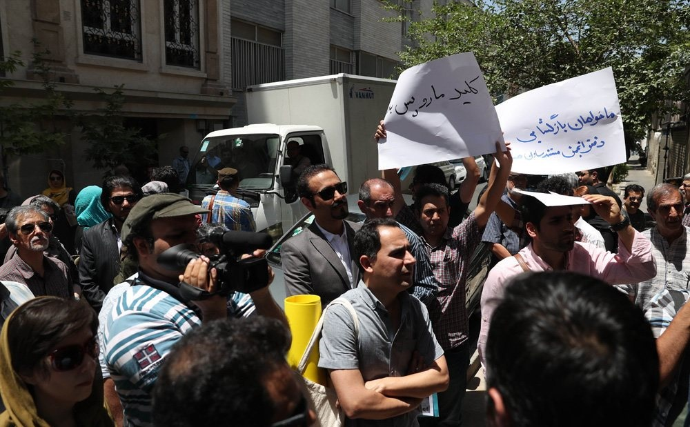 تصاویر   تجمع اعتراضی مستندسازان در مقابل خانهسینما