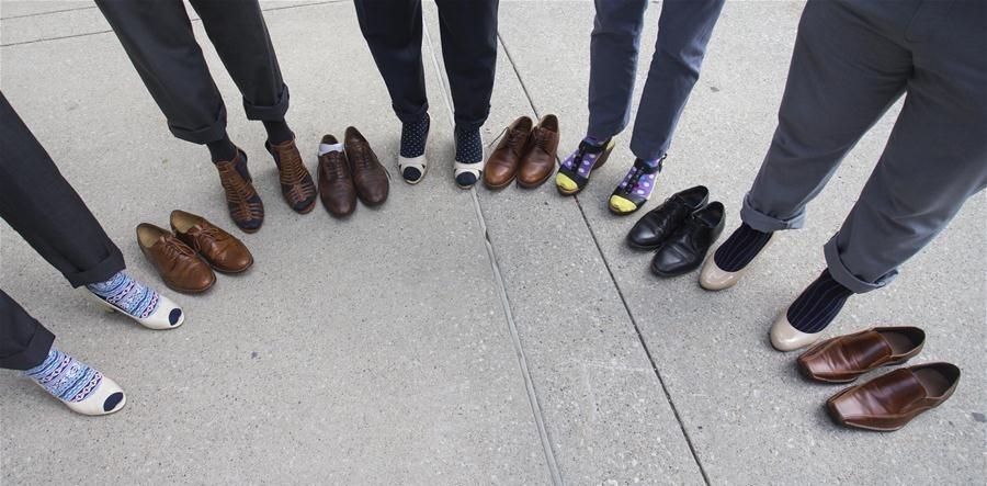 تصاویر | پیادهروی مردان با کفش پاشنه بلند برای همدردی با زنان