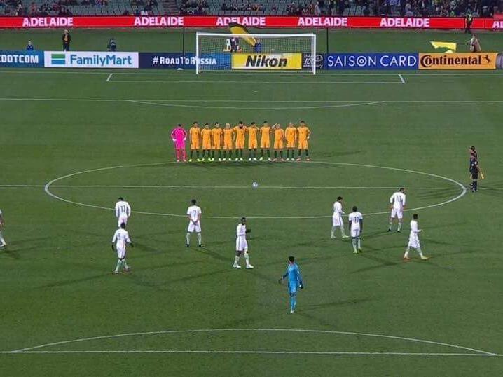 فیلم و عکس | بیاعتنایی بازیکنان عربستان به سکوت یک دقیقهای به احترام قربانیان حادثه لندن