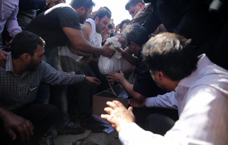 تصاویر | شهدای حادثه تروریستی تهران در بهشت زهرا آرام گرفتند