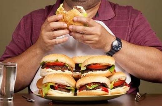 رژیم غذایی نامناسب پس از ماه رمضان چطور باعث چاقی میشود؟