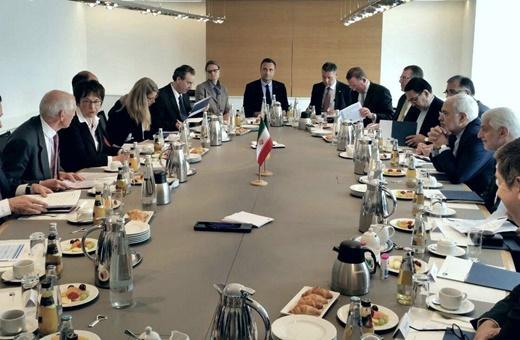 دیدار ظریف با وزیر اقتصاد آلمان/ تاکید طرفین بر گسترش روابط اقتصادی و سیاسی