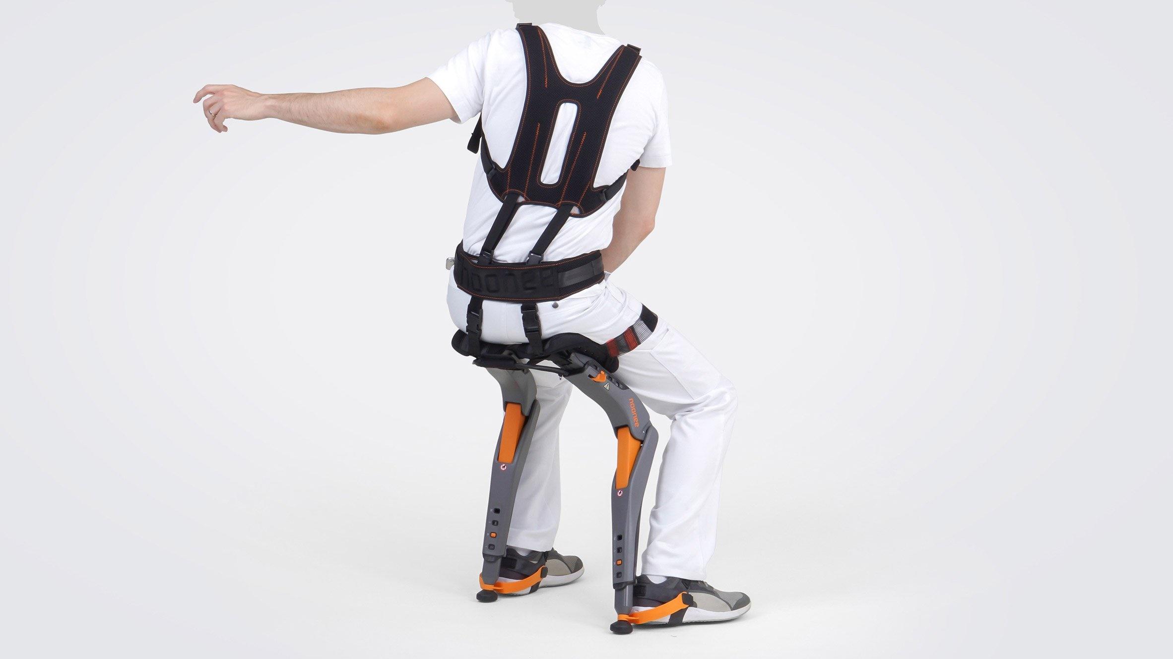 تصاویری از صندلی دوپایه فوق فناورانه برای شمایی که در محیط کار کمردرد دارید